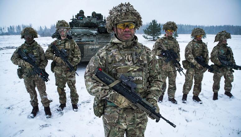 Soldat de l'OTAN aux frontières de la Russie